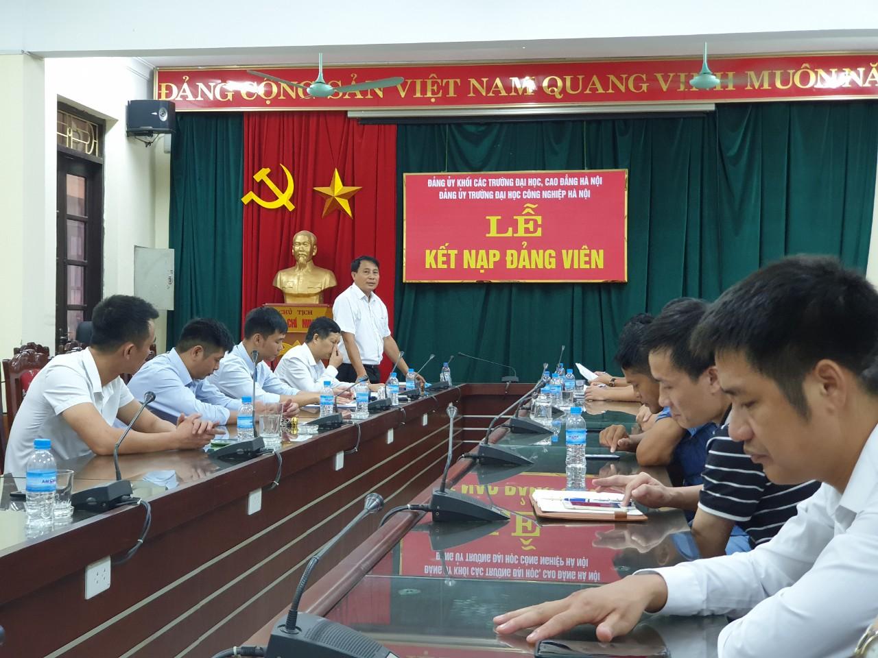 Chi bộ Trung tâm GDQP&AN tổ chức Lễ kết nạp Đảng viên mới