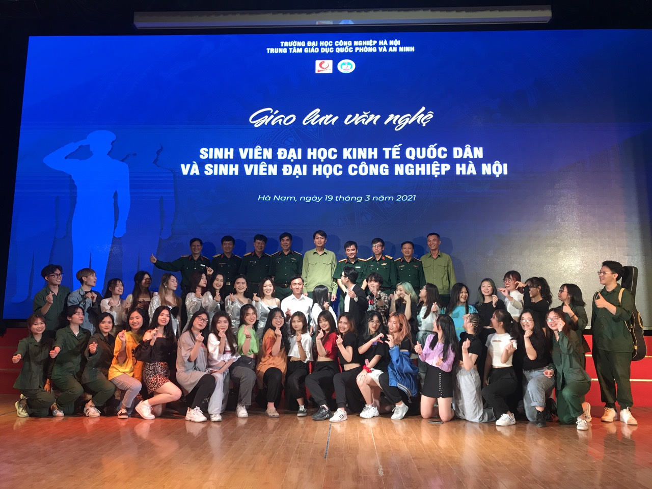 Giao lưu văn nghệ sinh viên Trường Đại học Kinh tế Quốc dân và sinh viên Trường Đại học Công nghiệp Hà Nội