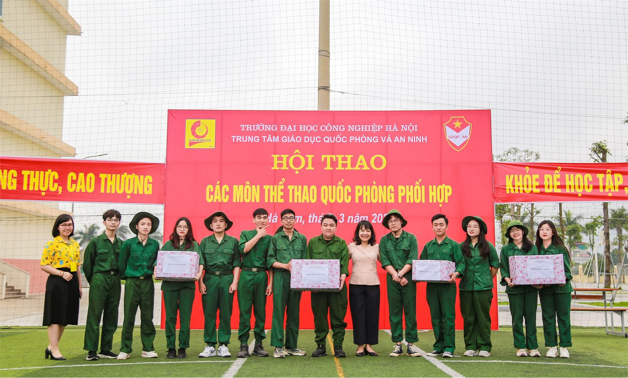 Hội thao các môn thể thao quốc phòng phối hợp sinh viên K62 Trường Đại học Kinh tế Quốc dân (Đợt 1, năm học 2020-2021) học Giáo dục Quốc phòng và An ninh tại Trung tâm